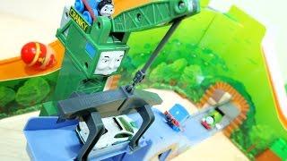 トーマストミカ ビッグマウンテンとクランキーに不具合が!? / トーマス仕様のトミカシステムで遊んでみました /  Thomas And Friends Toy