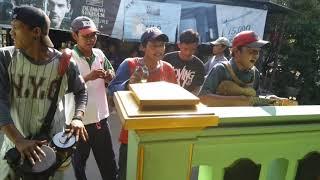 Pengamen Cirebon (laki Dadi Rabi) Mantap Suara Nya Gan