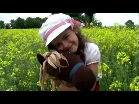 Im Frühling 2011 präsentierte die damals sechsjährige Sissi ihr Video zu Komm, lieber Mai und mache. Ein wunderschönes Video mit tollen Naturaufnahmen.
