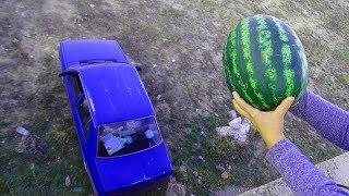 Experiment: WATERMELON vs CAR! Kocaman KARPUZU Tofaşın Tepesine Çaktı TAM 8 Kilo