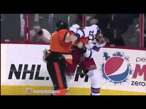 Brian Boyle vs Wayne Simmonds