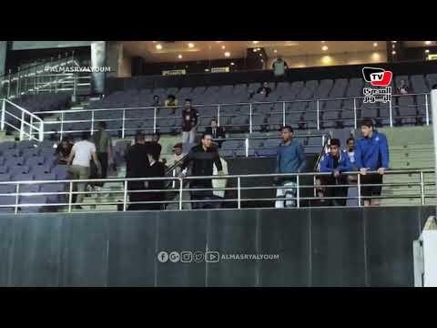نجل هادي خشبة يساند والده من مدرجات بيراميدز أثناء مباراة طنطا في كأس مصر