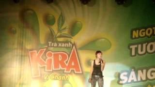 Miko Lan Trinh hát kết hợp vũ đạo