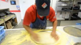 Domino's guy makes 3 Pizzas in 39 Seconds   Sarasota Herald-Tribune