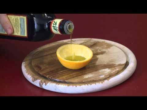 Die Creme otbeliwajuschtschi loretta mit dem Extrakt der Zitrone.