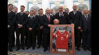 Поддерживаю Гамову! Футболисты - молодцы, но звания ЗМС они не заслужили!