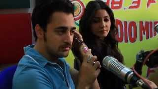 Matru Ki Bijlee Ka Mandola Team In Radio Mirchi Studios With RJ Meera And RJ Suren!