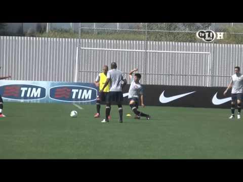 Zizão rouba a bola e faz mais um gol em treino