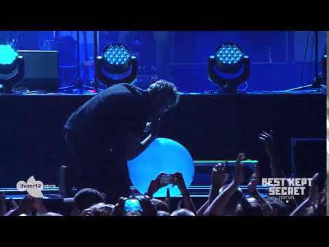 Singer of The National uses balloon on stage. Doesn't go well...