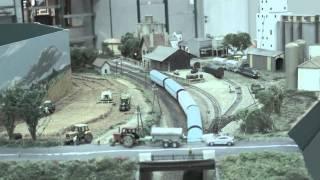 preview picture of video 'Pérignat lès Sarliève Salon du modélisme ferroviaire 2015'