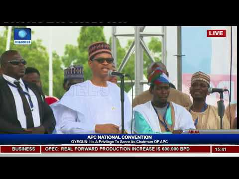Faceoff: President Buhari Watches As Comedian MC Tagwaye Mimics Him