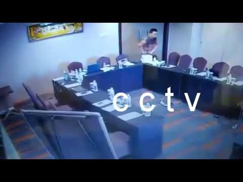 Maling Lima Laptop - Terekam CCTV