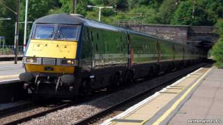 preview picture of video 'East Coast Class 91's and DVT's | Hadley Woods Station | 14/6/2011'