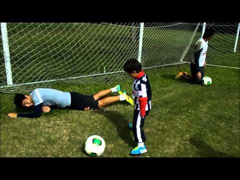 Ver vídeo Los chicos que conmovieron a Los Rayados de Monterrey