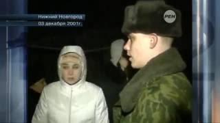 Бестолковый солдат снимает кота с дерева... русские отучают котов по деревьям лазать.