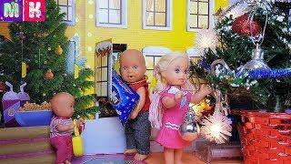 РАЗ, ДВА, ТРИ, ЕЛКА НЕ ГОРИТ! КАТЯ И МАКС ВЕСЕЛАЯ СЕМЕЙКА Мультики с куклами Барби