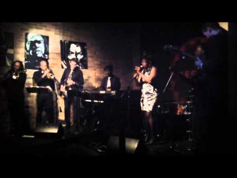 SNATCHING IT BACK / CHICAGO SOUL REVUE