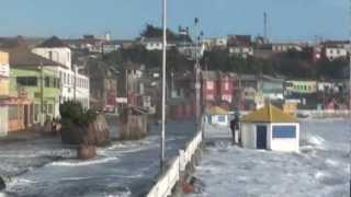 preview picture of video '¡¡¡  INCREIBLE  ¡¡¡ ola sale a la calle en cartagena de chile  08/06/2011 editado'
