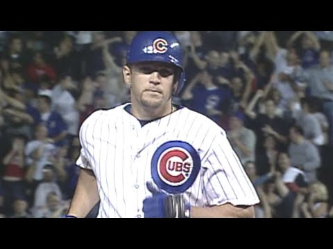 Gonzalez crushes two HRs in 2003 NLCS Game 2 blowout