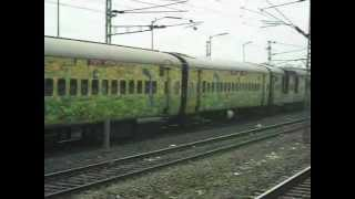 preview picture of video 'NEWLY STARTED HOWRAH PURI SHATABDI RATTLES THROUGH DASNAGAR ON ITS INAUGRAL DAY'