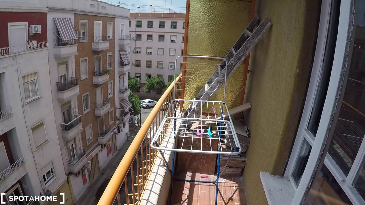 Affordable rooms for rent in a 4-bedroom apartment in Algirós, students only
