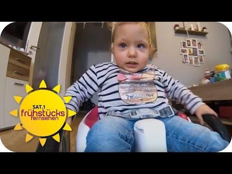 Leben mit Spina Bifida: Opa schenkt seiner kranken Lina einen Rollstuhl   SAT.1 Frühstücksfernsehen