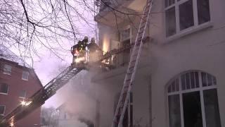 preview picture of video 'Verletzte bei Wohnungsbrand in der Besselstraße'