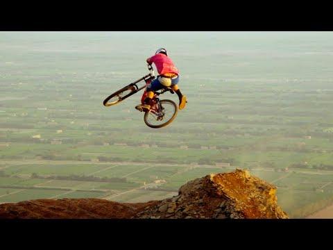 סרטון אקסטרים מדהים של רוכבי אופניים בהרי סין