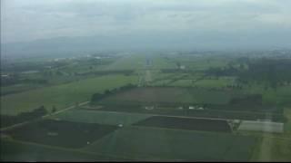 preview picture of video 'COCKPIT VIEW OF LANDING AT BOGOTA  EL DORADO'