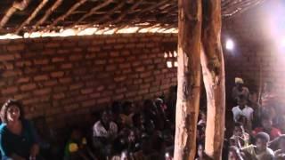 preview picture of video 'Trecho de um Culto Religioso em Capinga- Tete - Moçambique (Em dialeto Nhungue)'