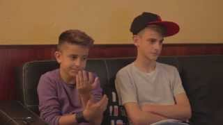 """Con mi hermano Nau viendo por primera vez mi próximo video """"Cumpleaños feliz"""""""