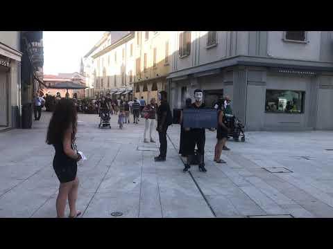 Anonymus in piazza a Legnano contro gli abusi sugli animali