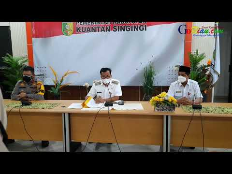 VIDEO: Disuruh Seseorang Turunkan Bendera HUT ke-76 RI di Kuansing, Remaja Bercelana Pendek Minta Maaf