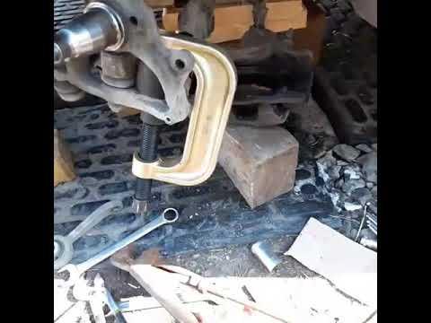 Замена шаровой ступицы и стойки стабилизатора Mersedes w211.