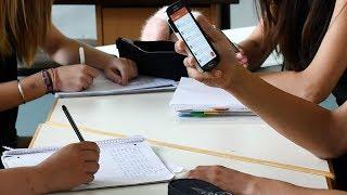 Нужно ли ограничивать использование смартфонов в школах? / Ньюзток RTVI