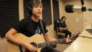 Austin Mahone singing 'So Sick' by Neyo at KROV Radio
