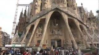 preview picture of video 'Basilica Sagrada Familia, Barcelona. Gaudi's work. (Nov 1st, 2011)'