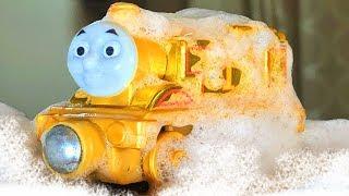 きかんしゃトーマスプラレール 洗車場できれいに…金色のトーマスになる⁉Thomas&friend