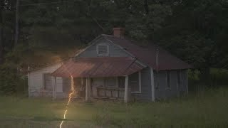 ▶️ RAIN, WIND AND THUNDER ON A TIN ROOF. NATURE SOUNDS FOR SLEEPING. STORM SOUNDS. 12 HOURS. 📢