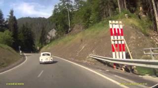 VW Käfer  durch Versamertobel