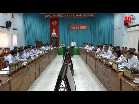 UBND tỉnh họp đánh giá kinh tế xã hội tháng 10 và 10 tháng của năm 2017