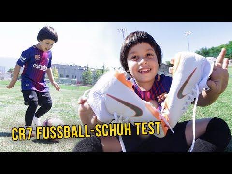 Neue Cristiano Ronaldo Fussballschuhe testen mit Cubanito Junior!