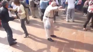 Funny old man dance to Akon So Blue (BZ Deep Remix) without canes