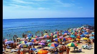 Дети заполонили пляжи Кирилловки и Федотовой Косы барахтаясь в Азовском море Штиль и беляши :)