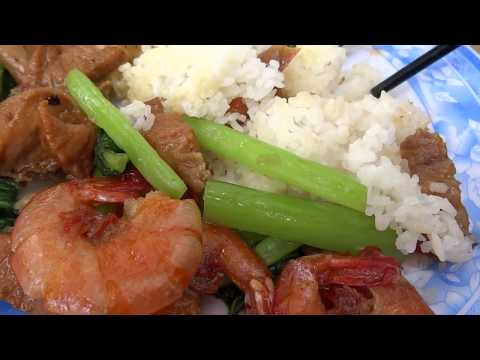 eating ho chi minh street food กินข้าวหน้ากุ้งเค็มริมถนน