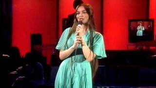 """Video thumbnail of """"Crystal Gayle - You Never Miss A Real Good Thing"""""""
