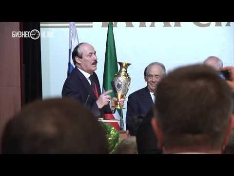 На III съезде народов Татарстана Абдулатипов вручил Шаймиеву орден «За заслуги перед республикой Дагестан»