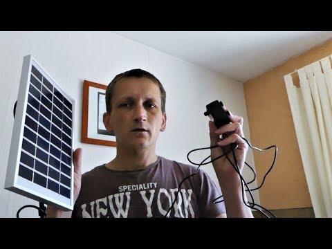 Solar betriebene Pumpe für den kleinen Gartenteich / Rotwangenschildkröte zieht in den Garten