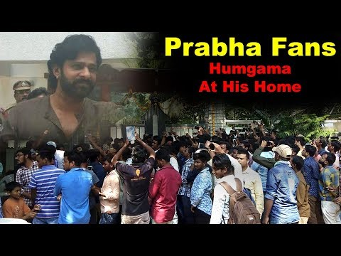 prabhas-fans-at-his-home-in-jubilee-hills-on-his-birthday-on-23rd-oct-2018