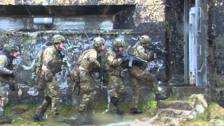 Danske soldater indtager bombe-fabrik